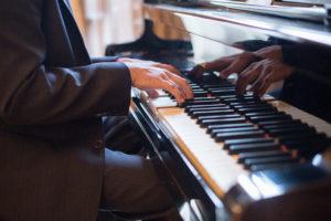 Klavír a ruce